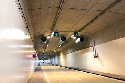 High-performance tunnel ventilation despite long cables