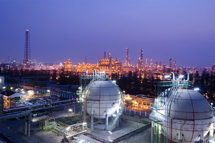 Petrochemical plant at night - Chemical and Petrochemical - Danfoss