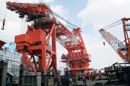 Controlling a 3000t slew crane on Chinese offshore pipe-laying vessel